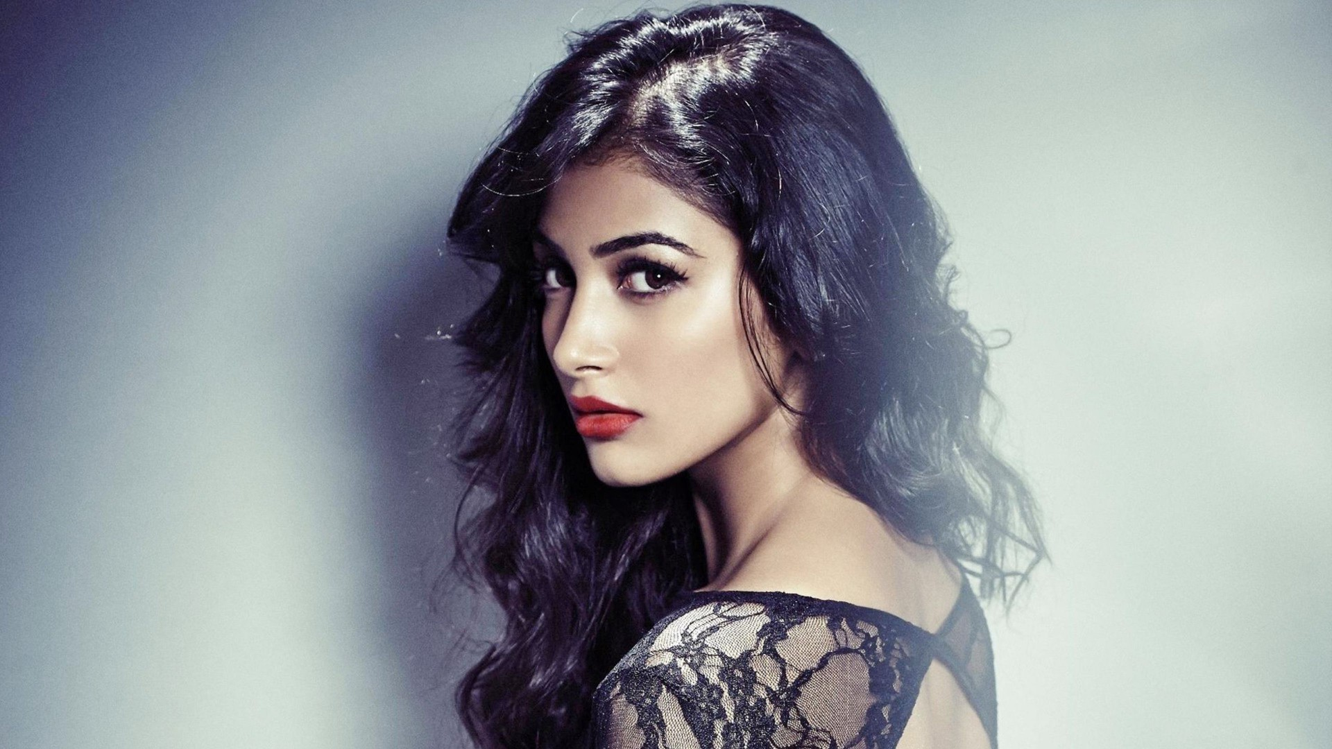 pooja-hegde-foreign-bound-for-a-couple-of-months